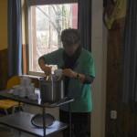 Mimie zorgt voor het voorgerecht de soep